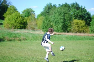 Den Ball flach halten - © alexfrance, morguefile.com