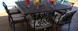 Etwas unter den Tisch fallen lassen