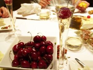 Mit jemandem ist nicht gut Kirschen essen - © almogaver, morguefile.com